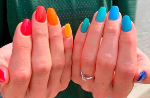 Unhas multicoloridas: como investir na tendência