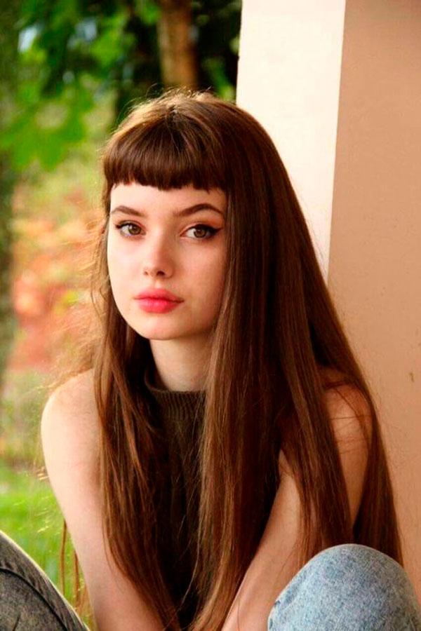 cabelo longo com franjinha curta