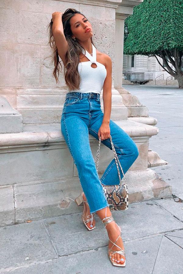 body branco e calça jeans