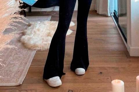 Como atualizar o look com calça flare preta
