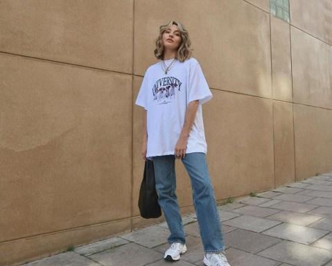 T-shirt larguinha + calça jeans: o duo do momento