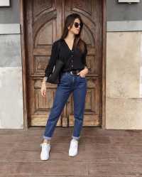 15 Looks para quem ama jeans escuro