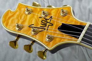 sugi-guitars-head