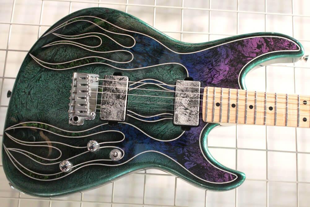 Dynaファイヤーパターンのギター