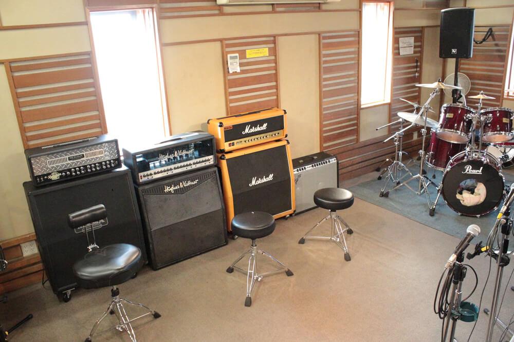 リハーサルスタジオのギターアンプ