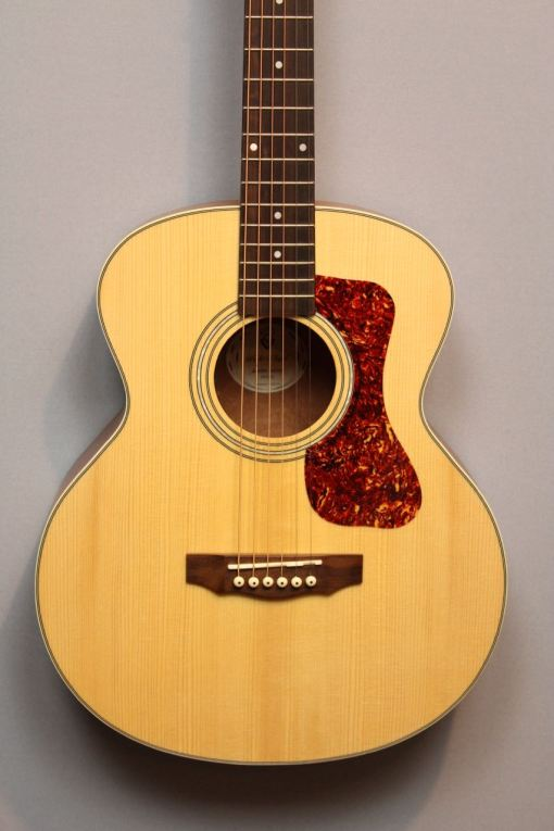 Guild Jumbo Junior Mahogany im American Guitar Shop