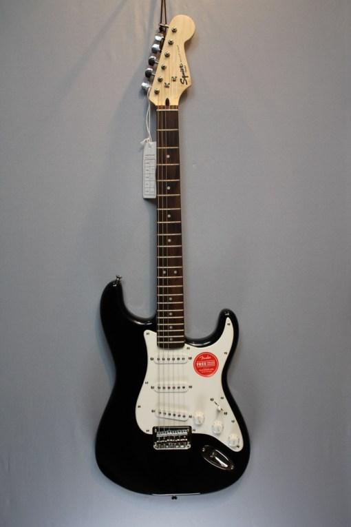 Fender Squier Bullet Strat HT SSS BK 1