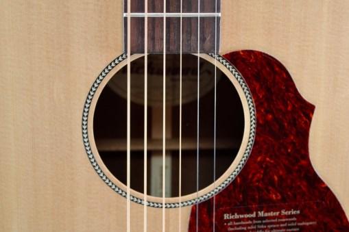 Richwood B-20 Baritone Gitarre 2