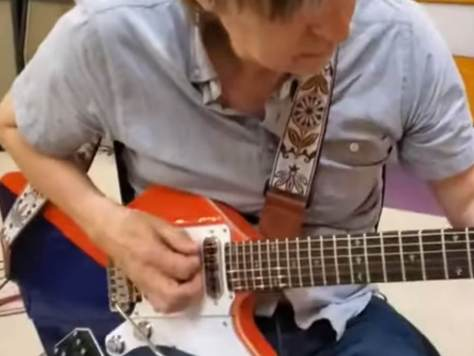 Eric Johnson demoing the BMG Arielle