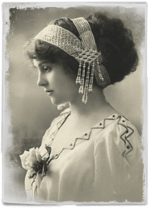 vintage-photo-lady-wearing-pearl-headband
