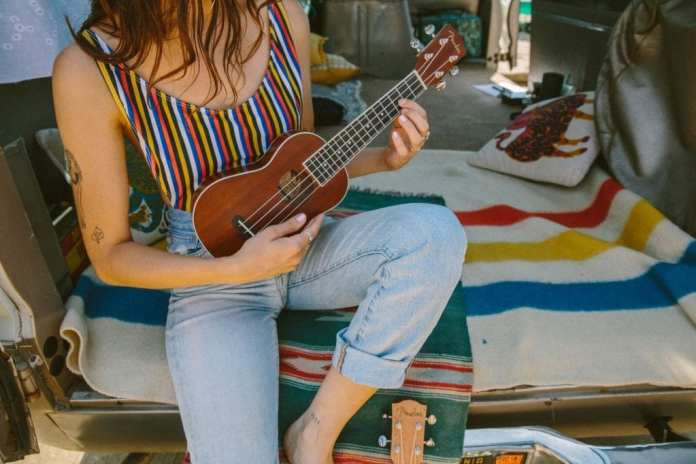 Fender_Ukulele_Lifestyle_35