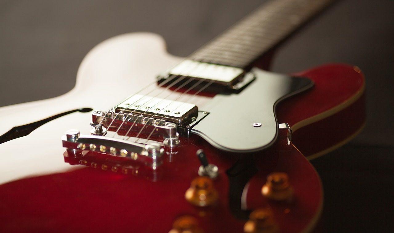 オルタードスケールを弾くジャズギター