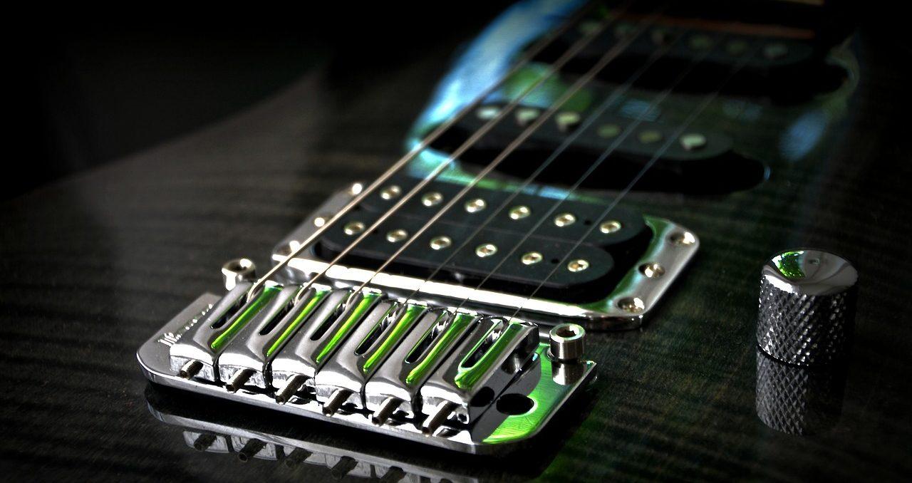 ディミニッシュスケールを奏でるギター