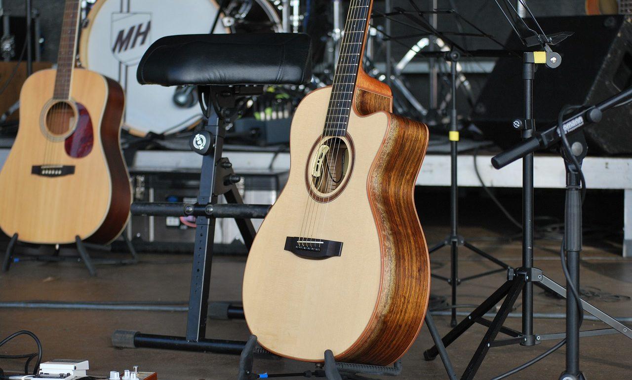 アコースティックギター弾き語りライブステージ