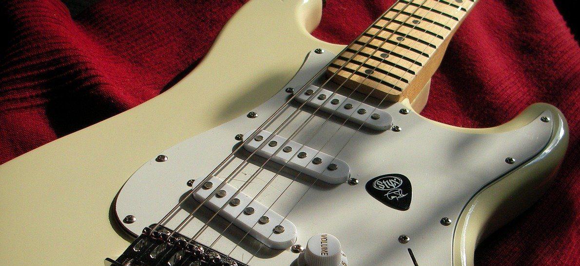 ファンクギターを奏でるFenderギター