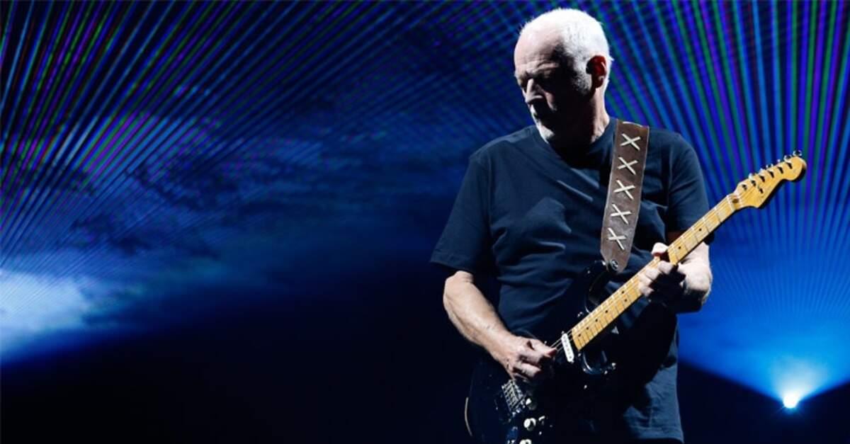 David Gilmour tocando com uma Fender Strato