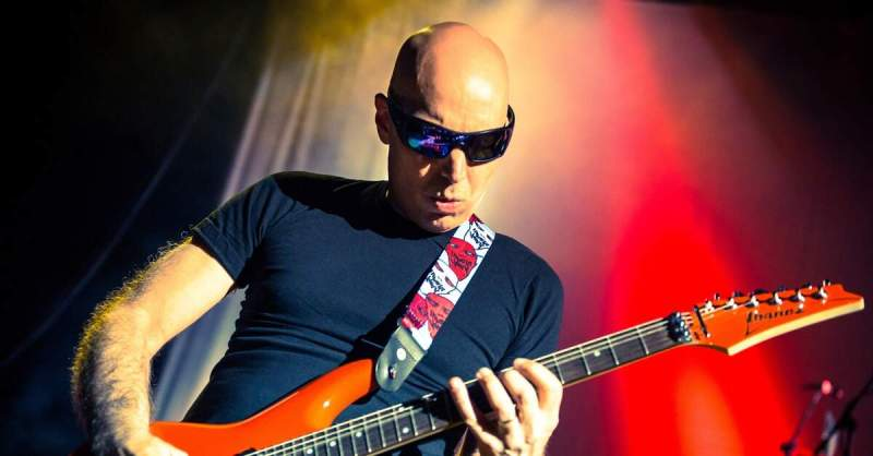 Joe Satriani tocando ao vivo