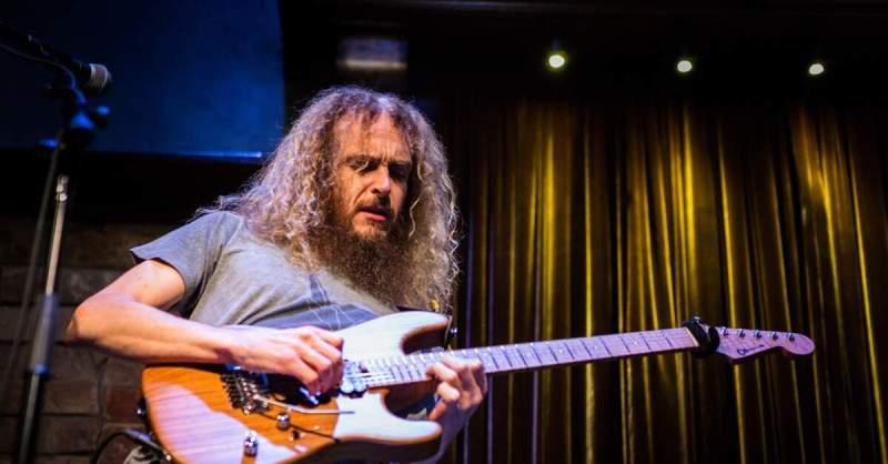 Guthrie Govan tocando ao vivo