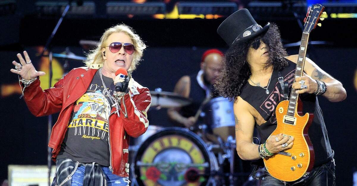 Axl Rose ao lado de Slash
