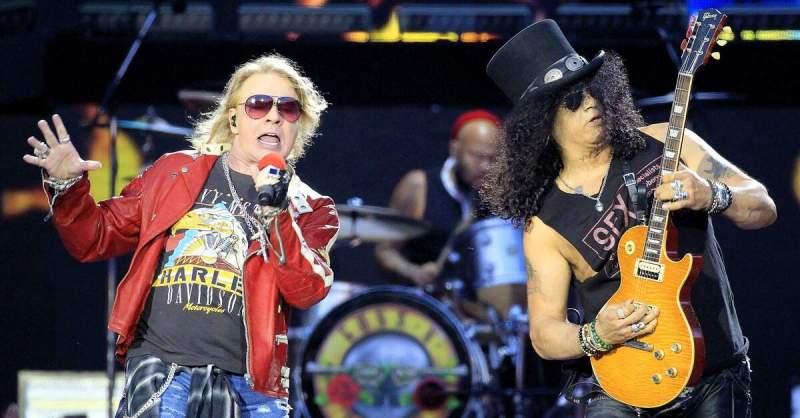 Axl Rose ao lado de Slash