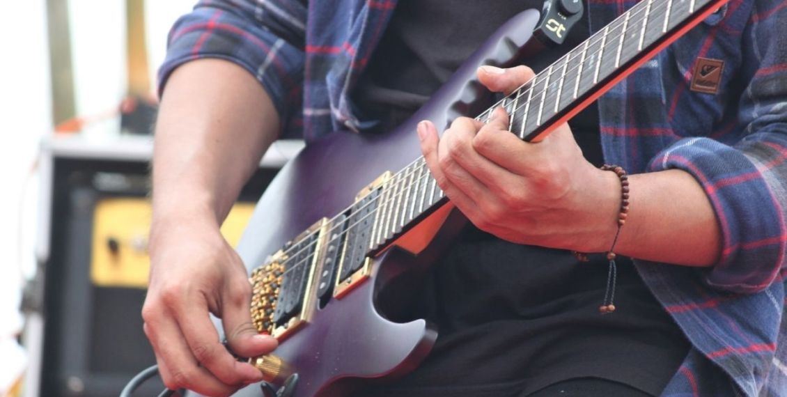 7 of the Most Famous Guitarists in the World