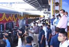 Minister of State for Home Affairs Shri Pradipsinh Jadeja welcomed the arrival of Varanasi Junction train from Gandhinagar Capital to Ahmedabad.