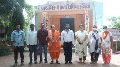 Shiraz Gandhi Art Foundation celebrates I-Day with children of Umbhel village in Surat