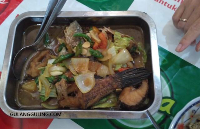 Seporsi oseng ikan gabus ala warung Pak Sabar