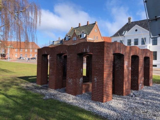 Per Kirkeby skulptur