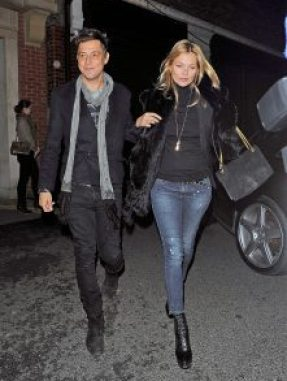 LONDON, UNITED KINGDOM - FEBRUARY 14: Kate Moss and her husband, Jamie Hince are seen on February 14, 2013 in London, United Kingdom.  (Photo by Bauer-Griffin/GC Images)