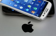 Apple Seeks Bans On Samsung Phones
