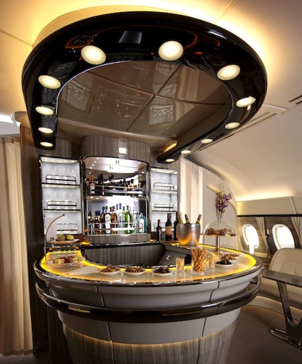 emirates-a380-onboard-lounge4