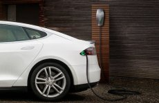 Dubai's Mall of the Emirates installs nine Tesla charging points