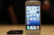 Apple's iPhone 5 Draws Rave Reviews