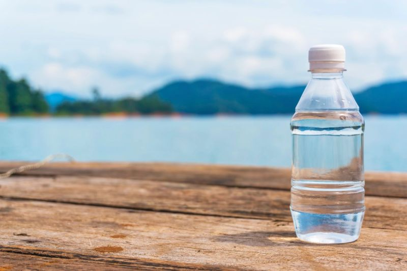 """Everyone is a bit different on how much water they need to drink. Are you asking yourself """"how much water should I drink""""? Here's how to tell if you need more, the health benefits of drinking enough water, and a FREE printable hydration tracker"""