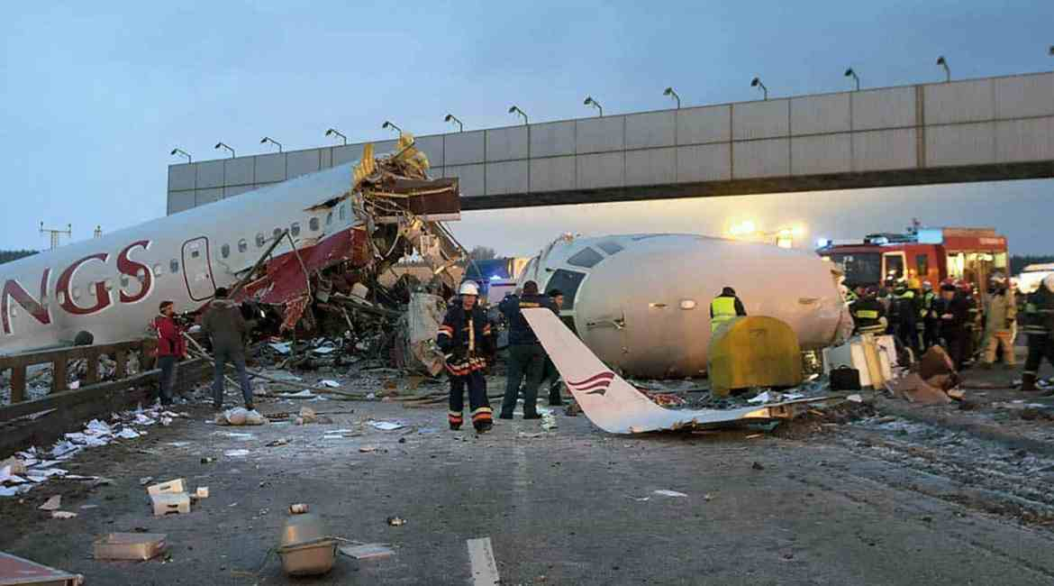 Red Wings crashed on roadway after a runway overrun killing 5.