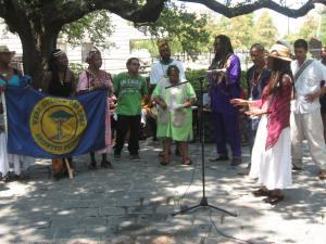 Gathering the Gullah/Geechee Diaspora in Congo Square.  De NOLA famlee greet Queen Quet an Elda Carlie Towne.