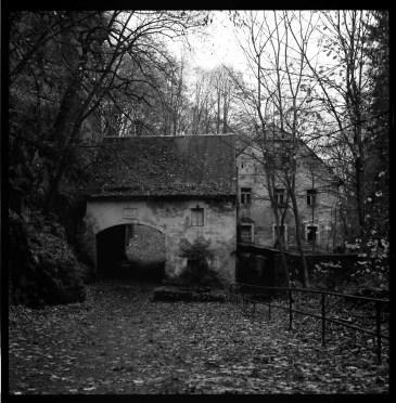 Liebethaler Grund, Mühle, Planar 80 mm, T-max 100.