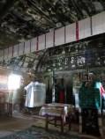 Interiör av liten ortodox timmerkyrka i Ghirbom.