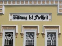 Tänkvärda ord på tyska skolan i Mühlbach.
