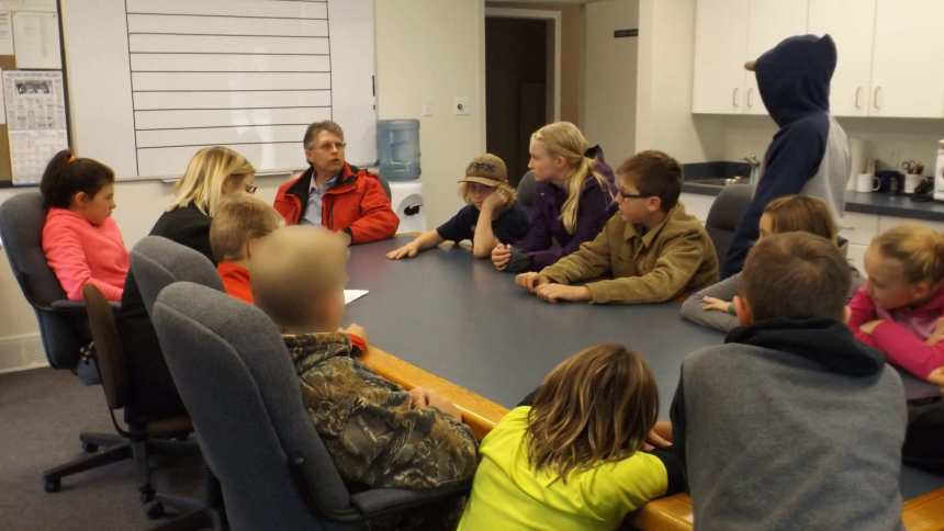 GRADE 7 CLASS MEETS WITH MAYOR AT TOWN HALL Education Government GULL LAKE  Town Council Mayor's Report Gull Lake School