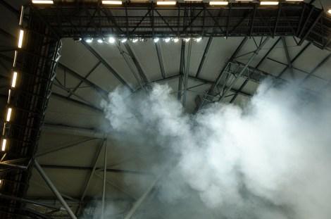 Stillastående rökmoln i taket