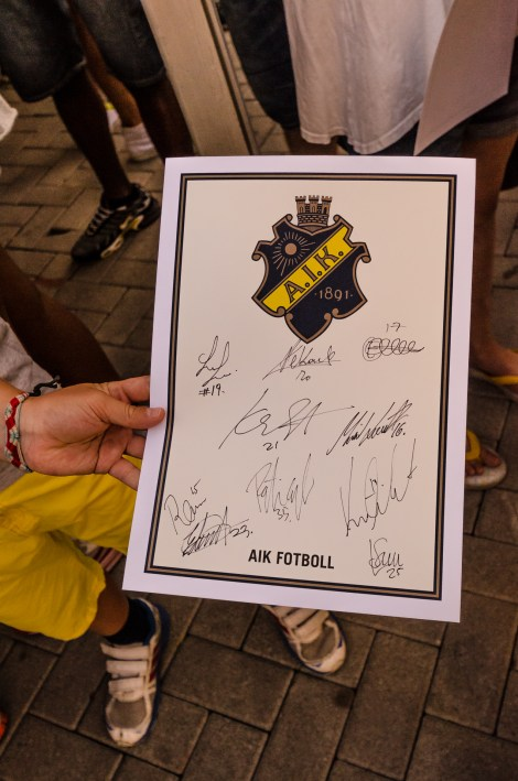 I autografkön till Tjerna