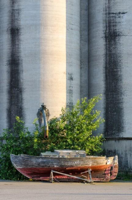 På tork framför silo