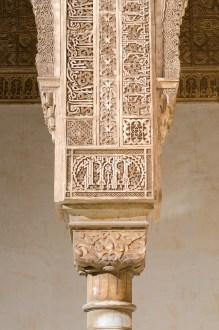 En av hundratals pelare