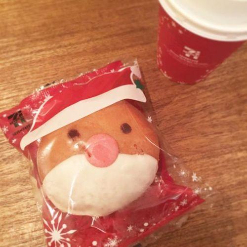 【今日のおやつ】フジヤマさんから♡セブンのドーナツとコーヒー️街中すっかりクリスマス袋開けると・・・サンタ髪の毛ナシ・・・ #セブン #コーヒー #coffee #ドーナツ#甘いもの #クリスマス #サンタ #横浜 #青葉台 #タイ古式マッサージ#タイ式リフレクソロジー #ヘッドマッサージ #ハンドマッサージ#タイ雑貨 #タイ人 #お茶タイム#のんびり #ゆるーく #隠れ家サロン