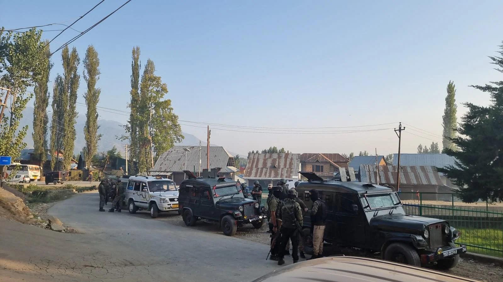مقبوضہ جموں وکشمیر : بھارتی فوجیوں ںے چاڈورہ قصبے میں تلاشی آپریشن شروع کر دیا