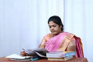புதுச்சேரி: பா.ஜ.க-வில் இணைந்த காரைக்கால் பெண் `தாதா' எழிலரசி!   Karaikal  ezhilarasi joins BJP