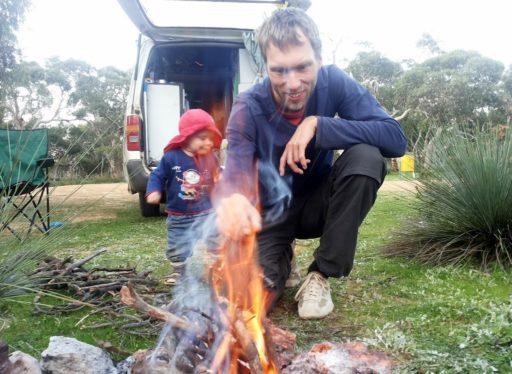 Das Lagerfeuer ist angezündet