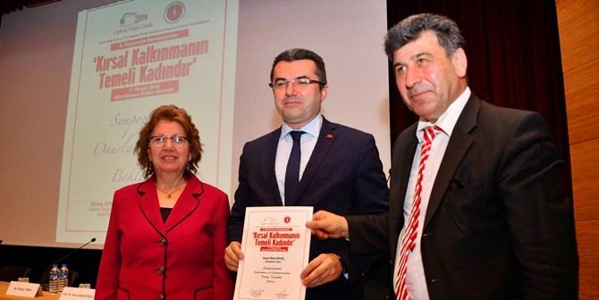 """GÜMÜŞHANE'DE  """"KIRSAL KALKINMANIN TEMELİ KADINDIR"""" TEMALI SEMPOZYUM YAPILDI"""